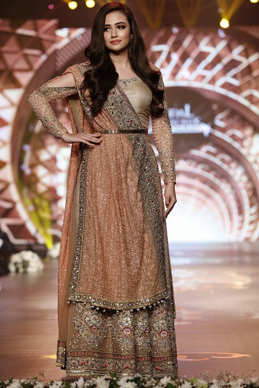 Fashion 2017 in karachi - Preview Of Day 3 At Bridal Couture Week 2016 The Gold