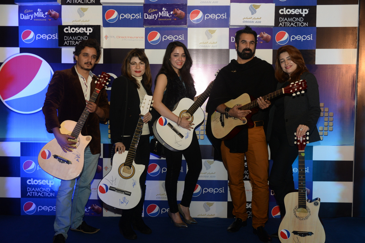 Guitar signed by Junaid Khan (winners)