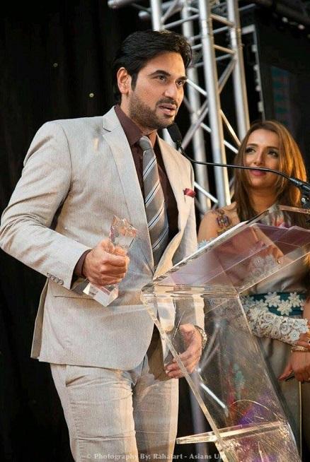 Humayun Saeed receiving award (1)