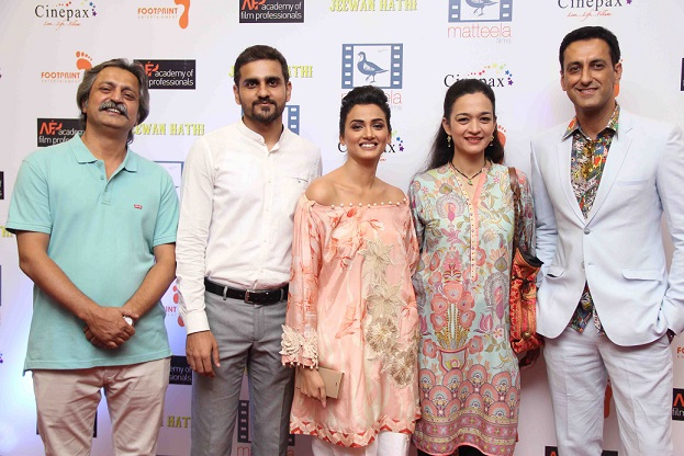team-and-cast-of-jeewan-hathi-2